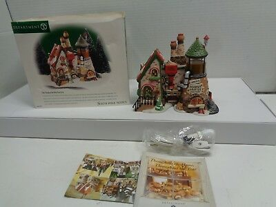 DEPT 56 North Pole Series The Peanut Brittle Factory # 56701 RETIRED