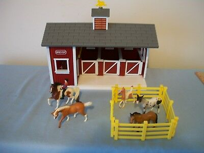 BREYER Stablemates Red Stable Set, Toy Horses Farm Barn Pretend Play Toy