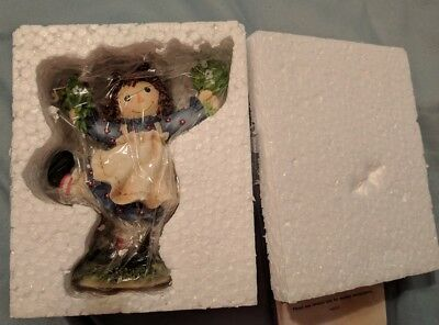 NIB Raggedy Ann & Andy Let Your Heart Bloom Figurine 106220 Ann with flowers