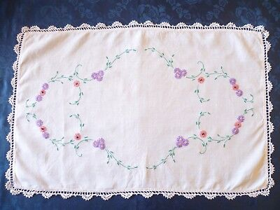 VINTAGE HAND EMBROIDERED FLORAL DESIGN TABLE CENTRE / TRAY COVER 57 cms x 38 cms