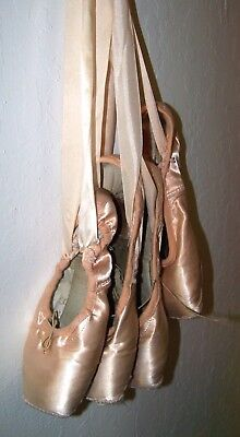 2 Pair Beautiful Darned ballet Pointe shoes toe ballerina decoration cosplay