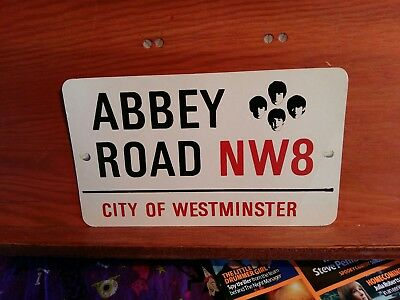 BEATLES ABBEY ROAD NW8 POSTCARD (pre-owned)