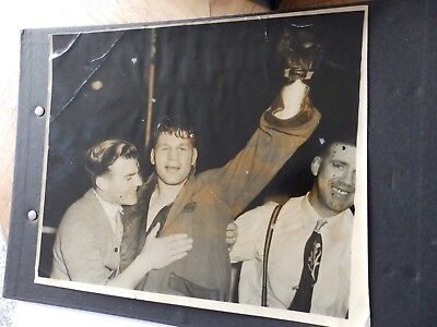 Press Photo: Bruce Woodcock, knock out Freddie Mills  white city 1949 Boxing