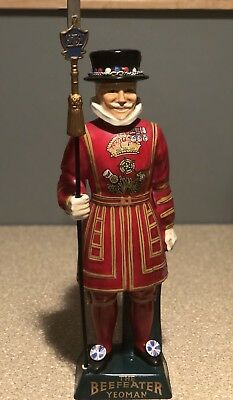 """The Beefeater Yeoman 16"""" Statue by Carlton Ware Ltd.Handpainted. Genuine Ceramic"""