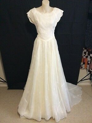 Vintage 1950's 8 Organza Wedding Dress, fitted bodice, train, flared skirt.