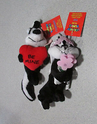 Lot of 2 Looney Tunes year Pepe Le Pew and Penelope Bean Bag