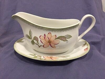 Oneida Fine Porcelain Select Collection Savannah pattern gravy boat and tray
