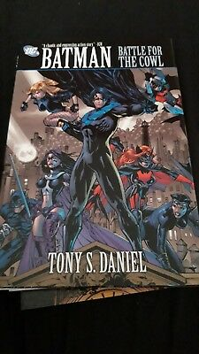 Batman - Battle For The Cowl - Hardcover - DC Comics - Daniels