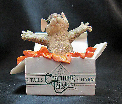Charming Tails Take Me Home event Piece 87691 Silvestri Mouse Gift Box Figurine
