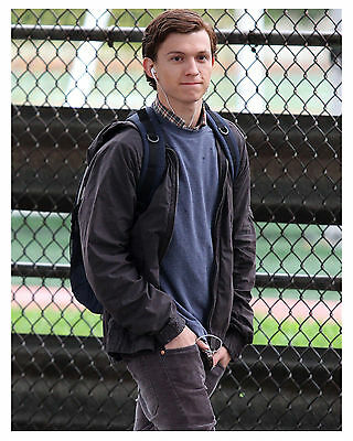 --- SPIDER-MAN---TOM HOLLAND---(HOMECOMING) 8x10 Photo -a-