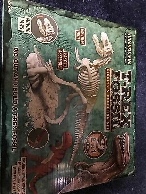 T Rex Modelling Set And Fossil Hunting-Brand New-Great Xmas Present