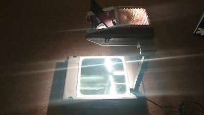 3M Portable Overhead Projector Model 2000 AG. Folds into Briefcase. Tested