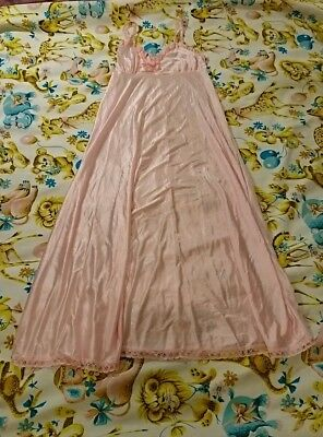 Vintage pink Night gown 70s Style Size 12-14 Nylon, Silky empire line