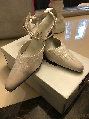 Ladies Satin Wedding Shoes Size 5 And A Half.
