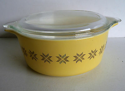 Vintage 1.5 Pint Casserole @ lid Town & Country Soft Yellow