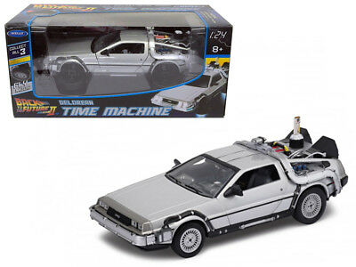 DMC Delorean - Back To The Future II Flying Version 1:24 Diecast - Welly 22499*