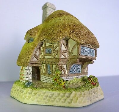 David Winter Cottages Pudding Cottage April British Traditions with Box COA