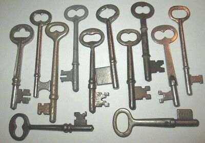 LOT OF 12 VINTAGE SKELETON KEYS ANTIQUE KEY ROOM KEY DOOR KEY more keys listed