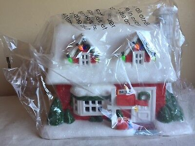 2011 Department 56 Christmas Ceramic Collection Charlie Brown's House