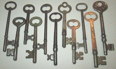 LOT OF 11 VINTAGE SKELETON KEYS ANTIQUE KEY ROOM DOOR KEY more keys listed
