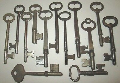LOT OF 13 VINTAGE SKELETON KEYS ANTIQUE KEY ROOM KEY DOOR KEY more keys listed