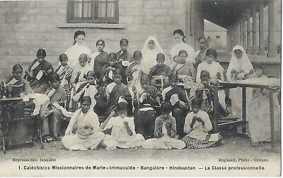 INDIA - BANGALORE - SEWING CLASS BY SISTERS - 1910s - superb condition