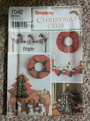Simplicity Christmas Club Holiday Decorating Sewing Patterns 7042 Wreaths Trees
