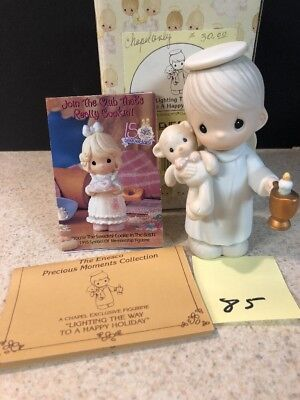 Precious Moments *CHAPEL EXCLUSIVE* Lighting The Way To A Happy Holiday Boy  MIB
