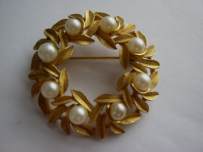 Avon vintage gold tone wreath brooch, vintage 70's brooch pin with faux pearls