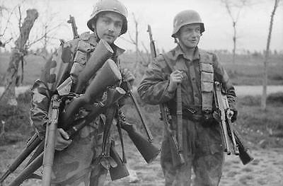WWII  Photo German Soldiers Captured Weapons WW2 World War Two Germany /2039