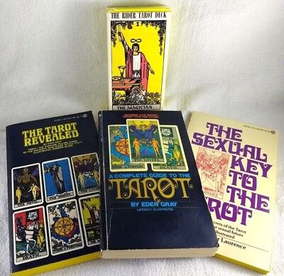 Rider Waite Tarot Card Gift Set With 3 Books Copyright 1971 US Games 1980s print