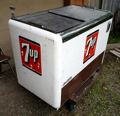 7-Up Pop Machine 1950's Sliding Doors Quikold Chest Cooler Embossed Logos