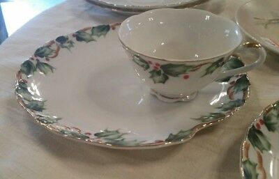Vtg Lefton Holly Garland Snack Set NE 1402 ( Cup and Indented Plate )