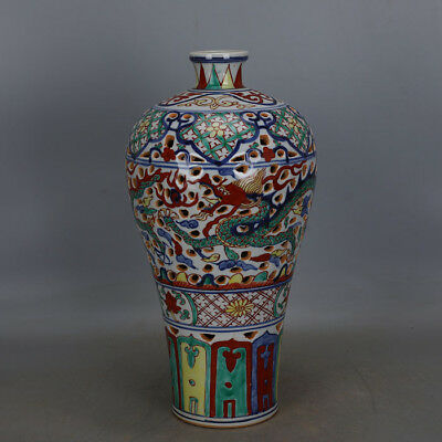 Fine Chinese Ming Dynasty Five Colours Porcelain Dragon Vase
