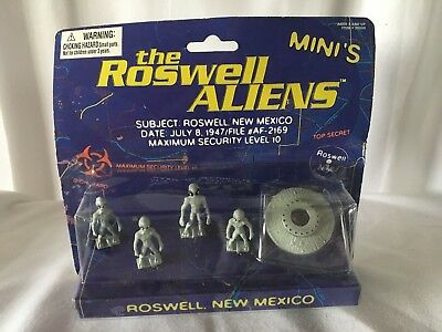 Space Alien Extra Terrestrial Roswell Figurines Aliens Minis New on Card Vintage