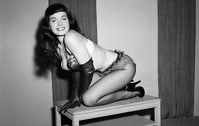 WW2 WWII Photo Pinup Girl 1950's Centerfold Bettie Page World War Two / 8042