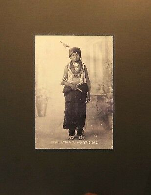 Beautiful ~ Old Vintage  Photo Of A 100 Years Old  Otoe Indian ~ On Matting