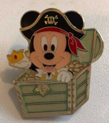 disney trading pin Mickey Mouse treasure chest pirate epoxy finish new caribbean