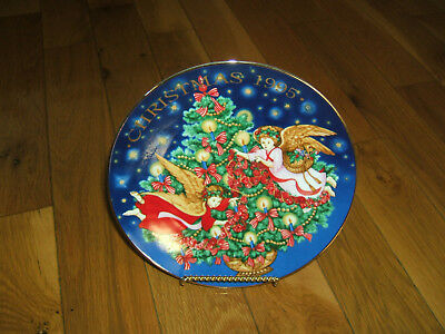 "Avon Collectible Christmas Plate 1995 ""trimming The Tree"" W/ Wire Easel  Nib"