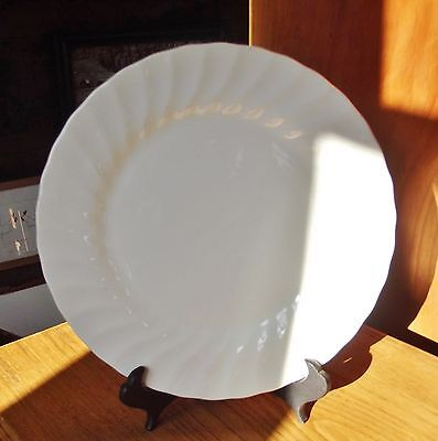 "ONE vintage Myott Meaking white, swirled edge, dinner plate.10"" d. MYM8"