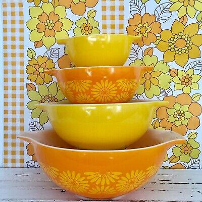 PYREX Set of Mixing Bowls RETRO Kitchen Collectable Floral
