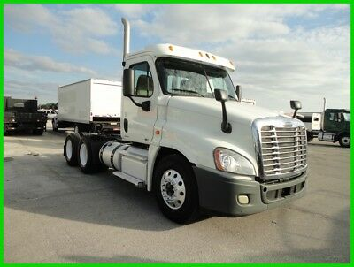2012 Freightliner Cascadia Day Cab Used
