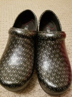 SLIP RESISTANT Slip On Clog Nurse Shoes/Chief Shoes Anywear Zone size 9
