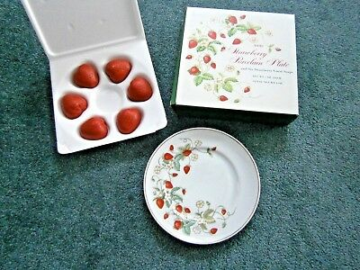 Vintage Avon Strawberry Plate with 6 Soaps 22K Trim 1978 New Old Stock