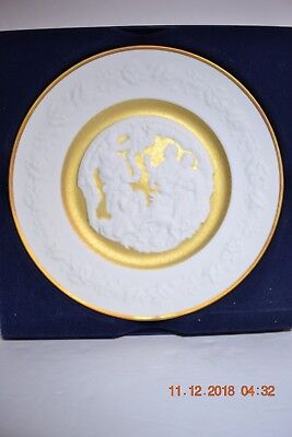 1977 Franklin Mint Cameo Bisque Porcelain 24kt Deck the Halls Christmas Plate