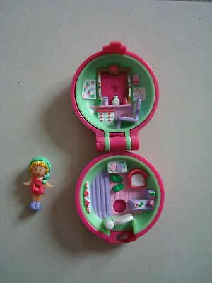 polly pocket  Polly In Her Keep Fit Locket 1991