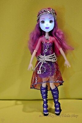 Monster High Singing Popstar Ari Hauntington Doll Lights Up & Sings