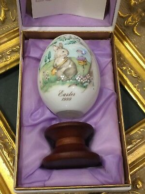 Noritake Easter 1999 Egg Bone China  29Th Limited Ed. Bunny Mailman Stand New Mb