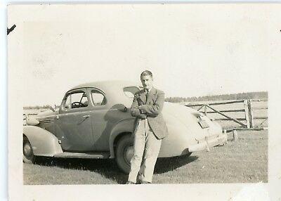 1940s vintage small photo - A MAN AND HIS CAR - A BEAUTIFUL THING 2000  272