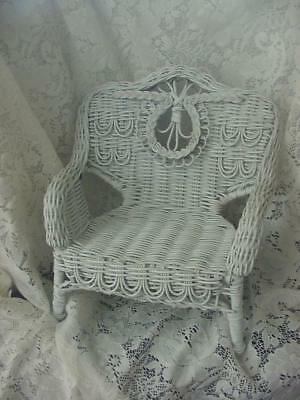 VINTAGE MINIATURE DOLL WHITE VICTORIAN STYLE SETTEE MADE by BOYD 1990'S